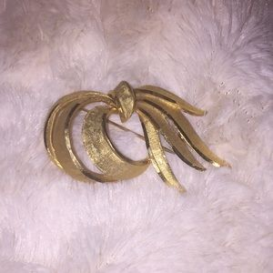 Jewelry - Vintage brooch. Dress up your clothes